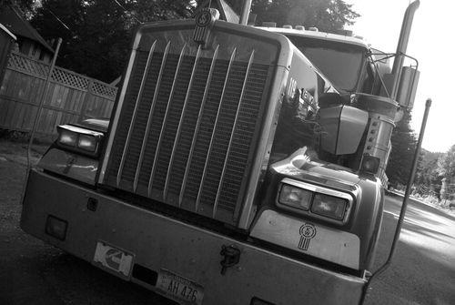 trucks on the santiam pass